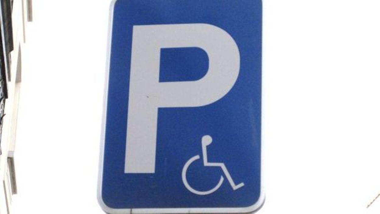 116 pv par jour pour stationnement sur des emplacements pour handicap s. Black Bedroom Furniture Sets. Home Design Ideas