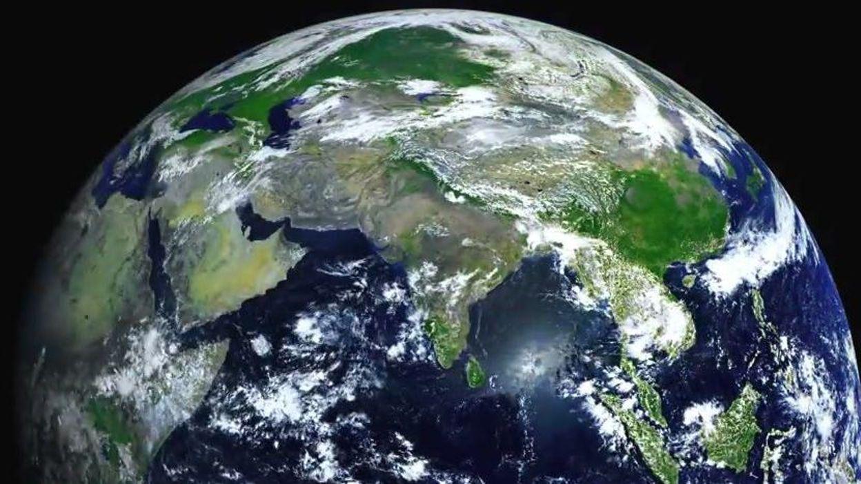 La terre vue de l 39 espace en ultra haute d finition vid o for Insolite definition