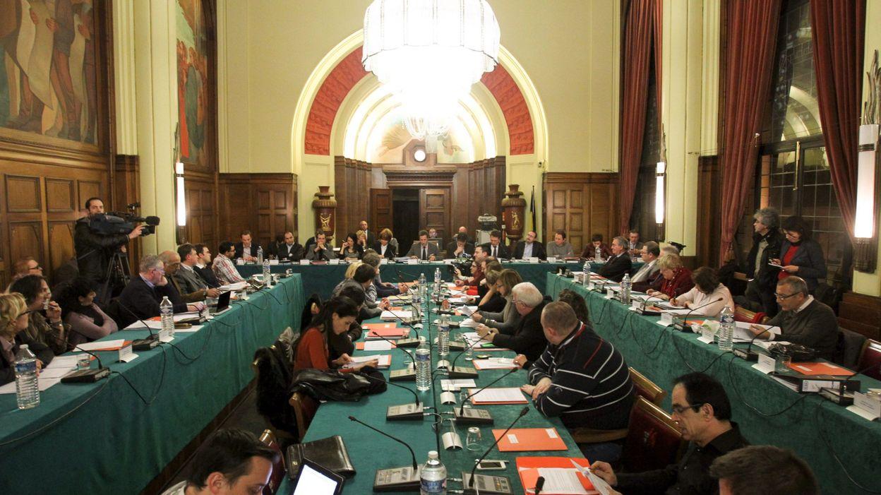 charleroi interdiction aux citoyens de filmer les conseils communaux