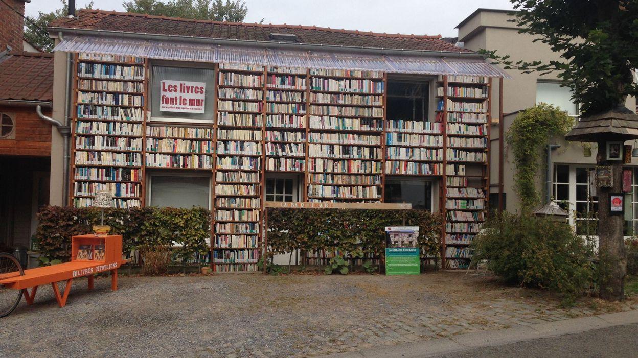 Profondsart une maison transform e en librairie ciel for Libraire maison
