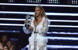 Beyoncé remporte la vidéo de l'année aux MTV VMAs et enflamme la soirée