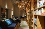 Un hôtel de Tokyo propose de dormir dans les étagères d'une immense bibliothèque !