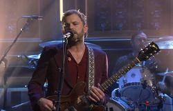 Kings of Leon joue 'Reverend' live à la TV