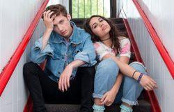 Clip: Troye Sivan s'éclate avec Alessia Cara et embrasse tendrement un garçon