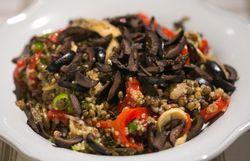 Boulettes de veau épicées et salade tiède de quinoa et lentilles aux poivrons grillés