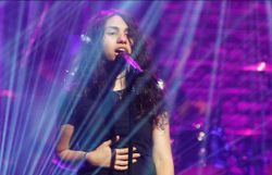 Alessia Cara chante sans maquillage sa chanson sur l'acceptation de soi