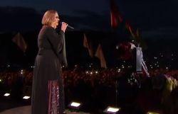 Adele live à Glastonbury: regardez Hello, Someone Like You, Skyfall et son gros rire après un petit rot