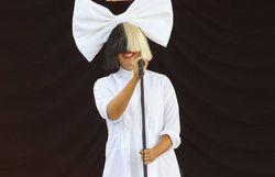 Sia dit qu'on peut tout faire dans un nouveau titre galvanisant