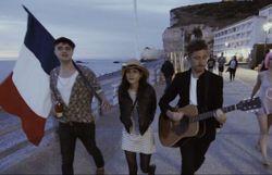 Pete Doherty rend hommage à la France dans un bel instrumental