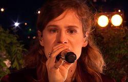 3 fois la même chanson pour 3 prestations très différentes de Christine & The Queens à la TV anglaise