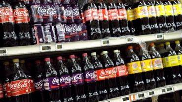Des bouteilles de Coca-Cola dans un magasin
