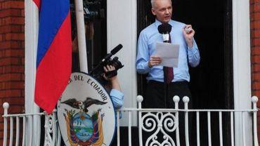 Le fondateur de WikiLeaks Julian Assange s'exprime le 19 août 2012 depuis le balcon de l'ambassade d'Equateur à Londres