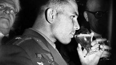 Youri Gagarine a été fêté comme un héros et a fait l'objet d'une propagande intense à l'étranger comme en Union Soviétique.