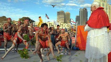Des aborigènes dansent pour le pape Benoît XVI en 2008