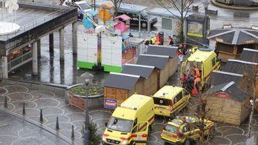 Les ambulances près du marché de Noël