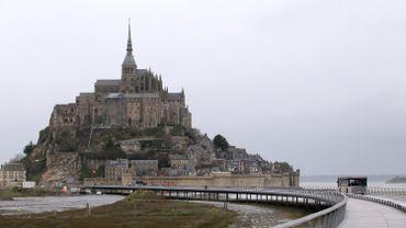 Le cloître de l'abbaye du Mont-Saint-Michel en travaux pour un an