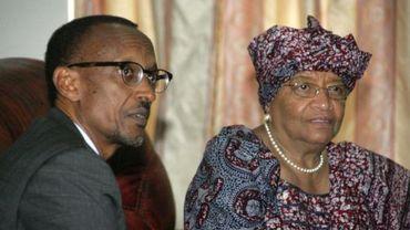 Paul Kagale, président rwandais (à gauche)