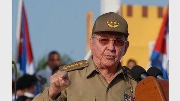 Le président Raul Castro fait un discours lors de la fête nationale cubaine, à Guantanamo, le 26 juillet 2012
