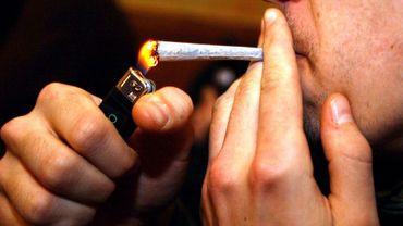 Illustration : un fumeur de cannabis