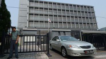 Une voiture sort de l'ambassade du Japon à Pékin