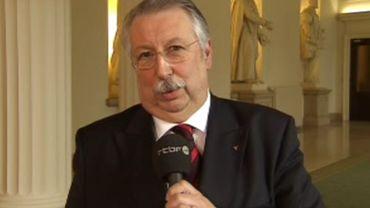 """André Flahaut: un """"arsenal législatif"""" pour contrôler les revenus et mandats des élus"""