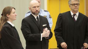 """La Norvège justifie le régime carcéral du """"dangereux"""" Breivik"""