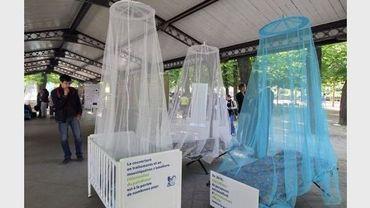 Des moustiquaires présentées à Paris lors de la Journée de prévention contre le paludisme, le 25 avril 2011