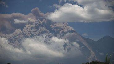 Le volcan de Feu se réveille
