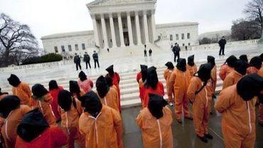 Des manifestants protestent contre la prison de Guantanamo, à Washington, le 11 janvier 2012