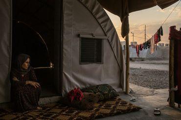 Aishan Ali Saleh, 40 ans, dans un camp de réfugiés dans la banlieue de Dohuk. Elle vivait à Kojo, l'un des villages les plus au sud du Mont Sinjar, qui fut pris par les combattants de l'Etat Islamique.