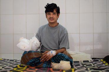 Il a été opéré seize fois pour que les médecins puissent lui enlever toutes ses verrues.