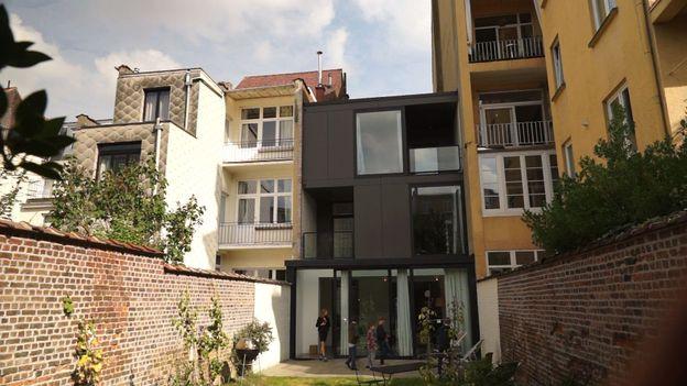 r novation lourde d 39 une maison bruxelloise au style ann es 30 rtbf une brique dans le ventre. Black Bedroom Furniture Sets. Home Design Ideas
