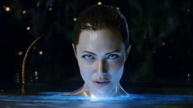 "Angelina Jolie se met à nu dans "" La légende de Beowulf """