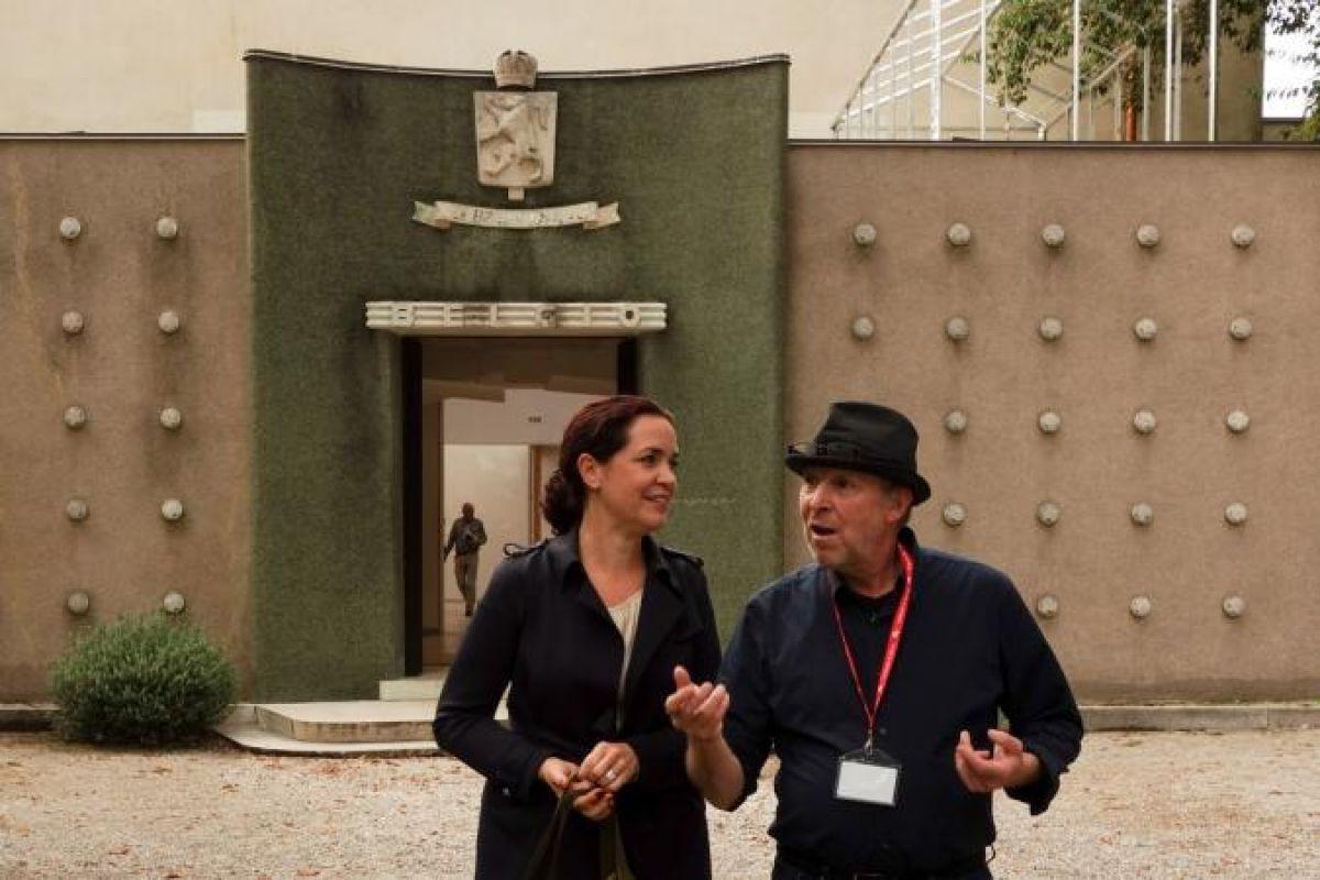 Devant le Pavillon belge des Giardini