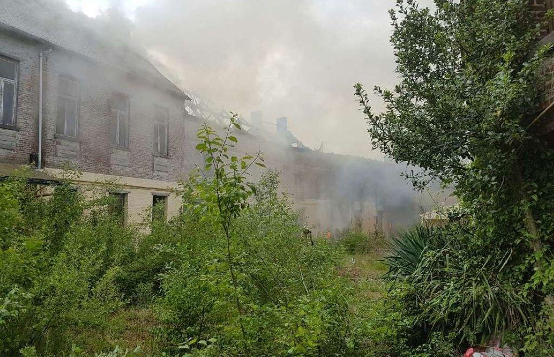 Colfontaine une ancienne cole part en fum e for Carrelage qui explose