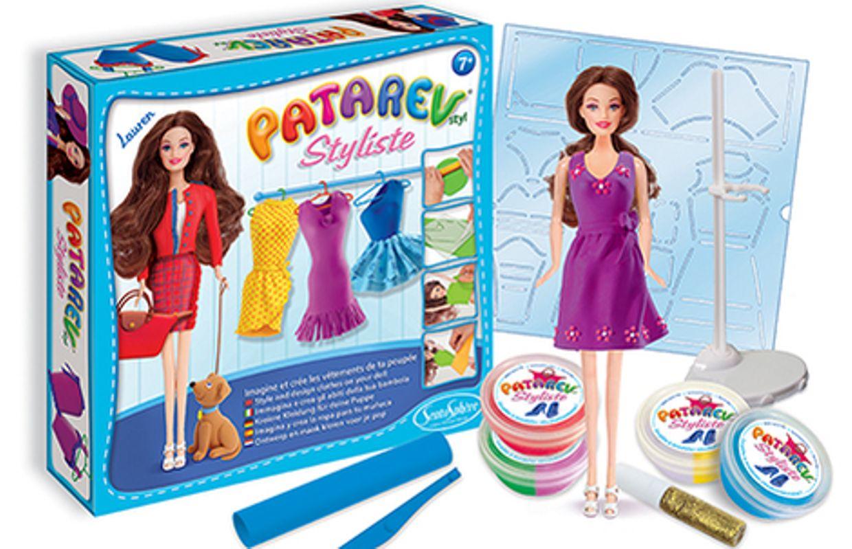 De la pâte à modeler pour créer des vêtements de poupée