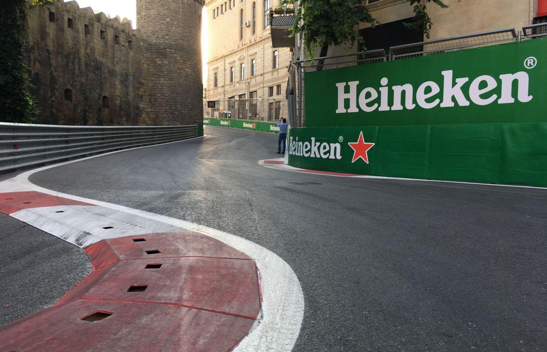 Hamilton sur la route 66 à Bakou pour rejoindre Vettel — GP d'Azerbaïdjan