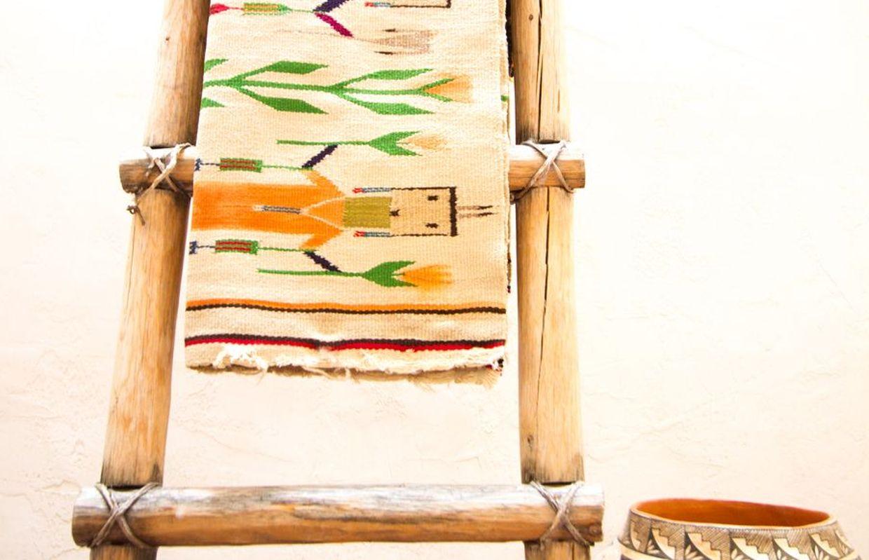 Deco Avec Une Echelle En Bois 6 manières d'utiliser l'échelle en bois dans votre intérieur