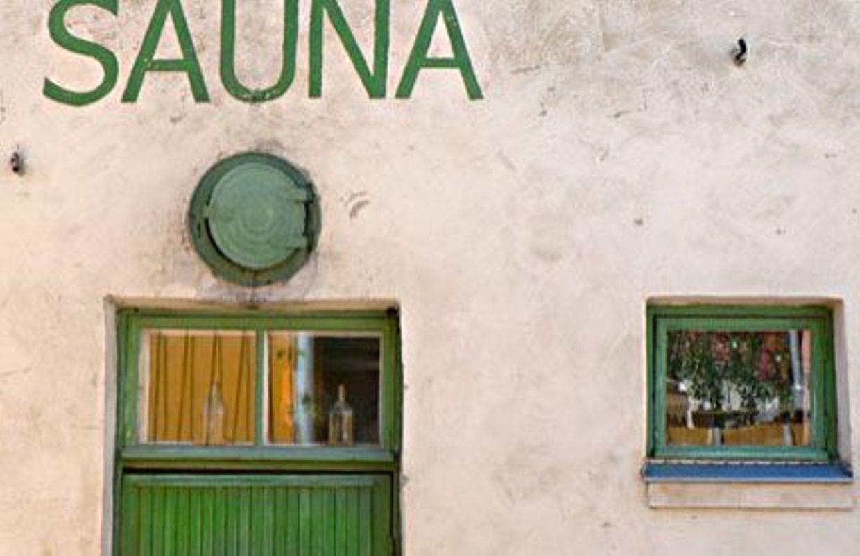 Comment Faire Fonctionner Un Sauna dans un sauna, les gens sont égaux, on est juste des êtres