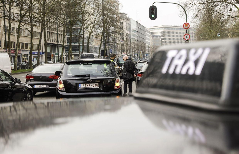 pr s de 650 chauffeurs de taxi ont bloqu le ring et le centre de bruxelles ce mardi. Black Bedroom Furniture Sets. Home Design Ideas