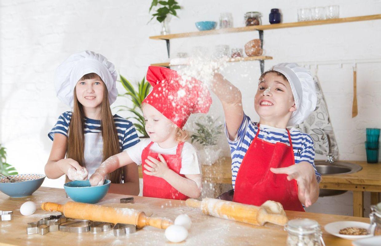 un livre simple et ludique pour cuisiner avec vos enfants. Black Bedroom Furniture Sets. Home Design Ideas