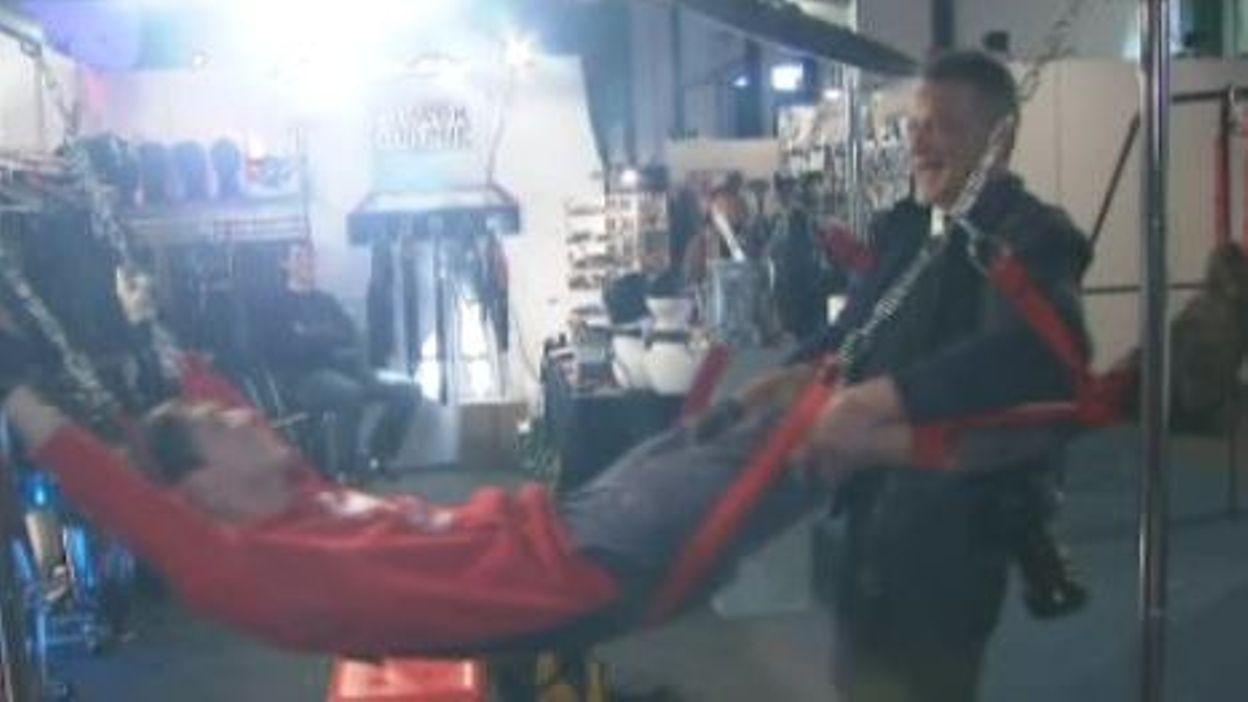 Gilles le suisse au salon de l 39 rotisme 7 la une - Salon de l erotisme tournai ...