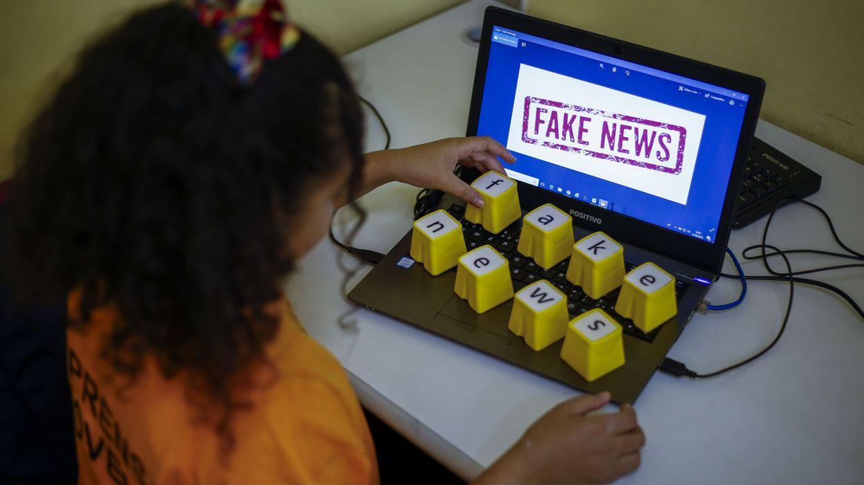 """Résultat de recherche d'images pour """"Facebook bannit une usine de """"fake news"""""""""""