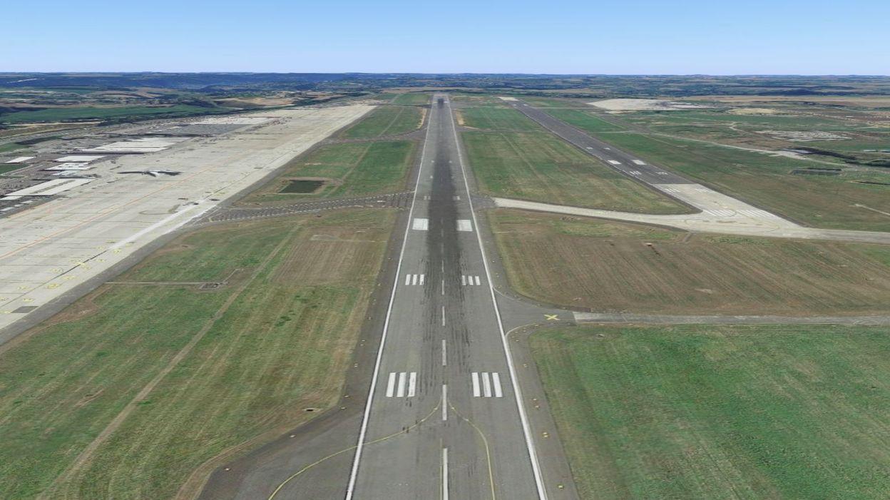 Info Un avion perd des pièces au départ de Maastricht et atterrit à Liège - RTBF