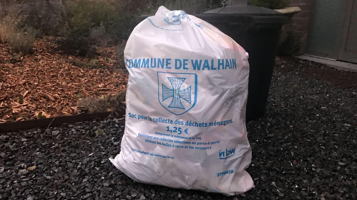 Poubelles Noires De Jardin walhain passe aux poubelles à puce pour les déchets