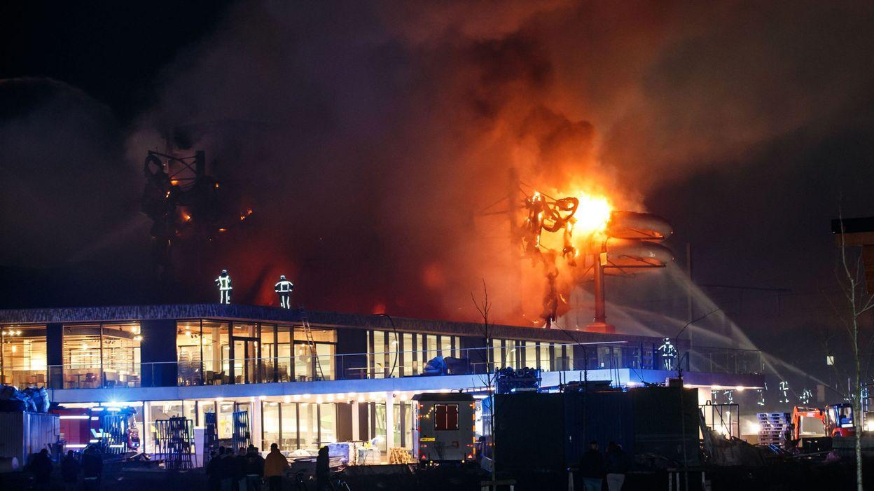 La Piscine De Courtrai Ravagee Par Les Flammes Les Riverains