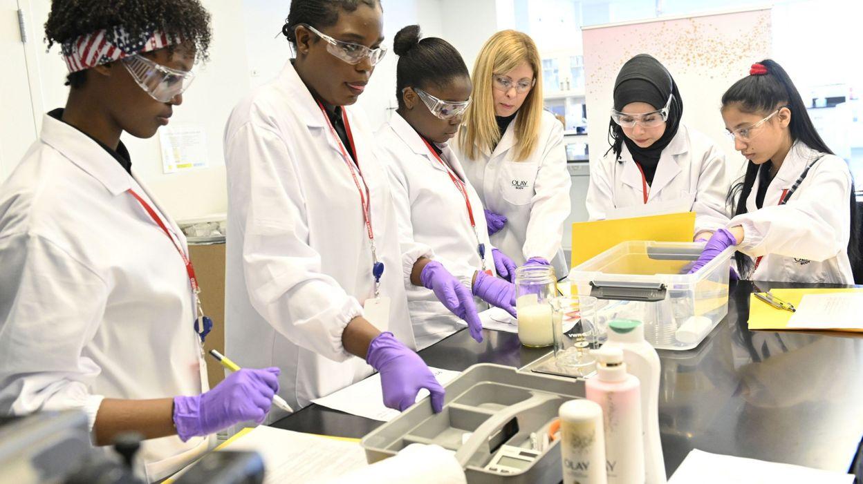 Dans les sciences, les femmes toujours sous-représentées - RTBF