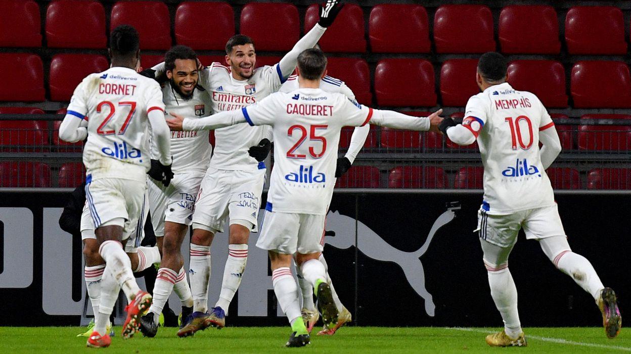 Lyon avec Denayer inflige une quatrième défaite d'affilée à Rennes avec Doku - RTBF