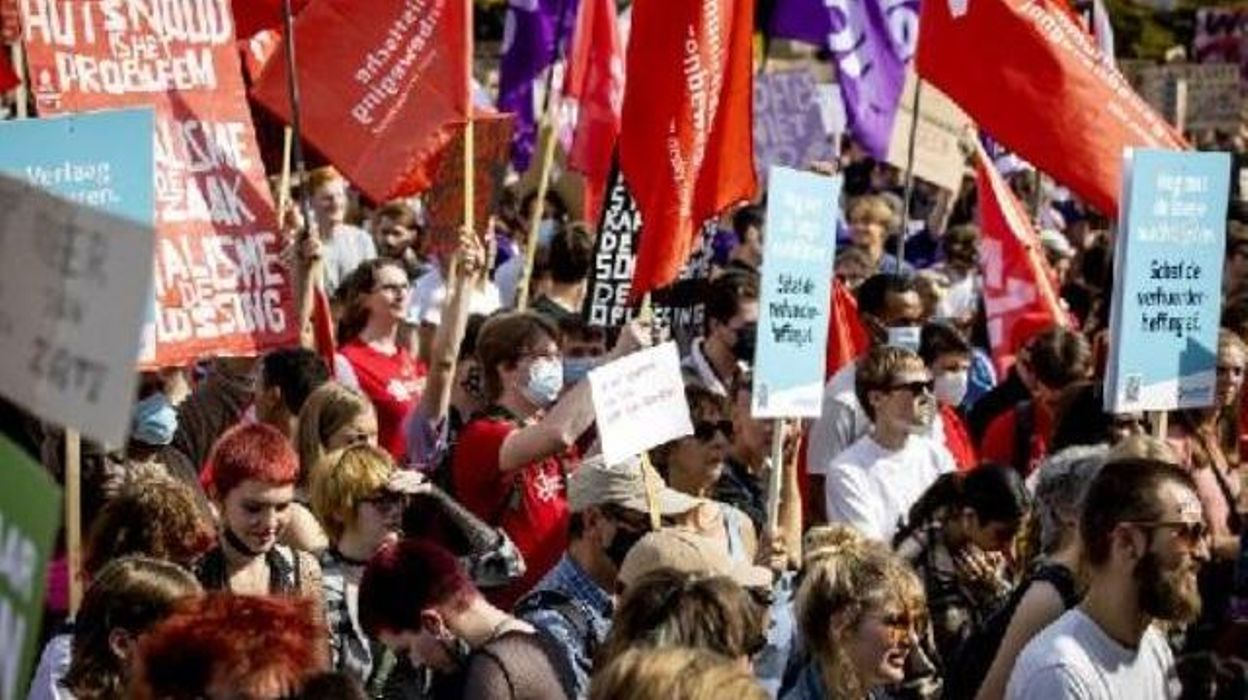 Pays-Bas : des milliers de personnes protestent contre la crise du logement