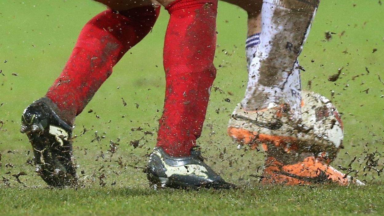 La Pro League approuve un plan pour améliorer les terrains belges - RTBF